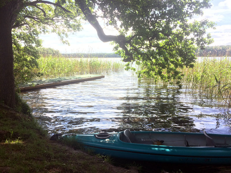 Ufer mit Kajak am Rätzsee